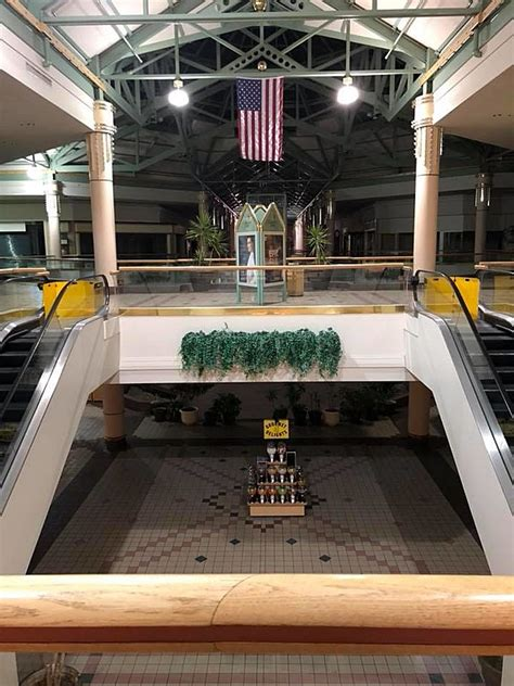 Tour this Now Abandoned Northern Illinois Mall